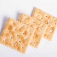 1328437-crackers1