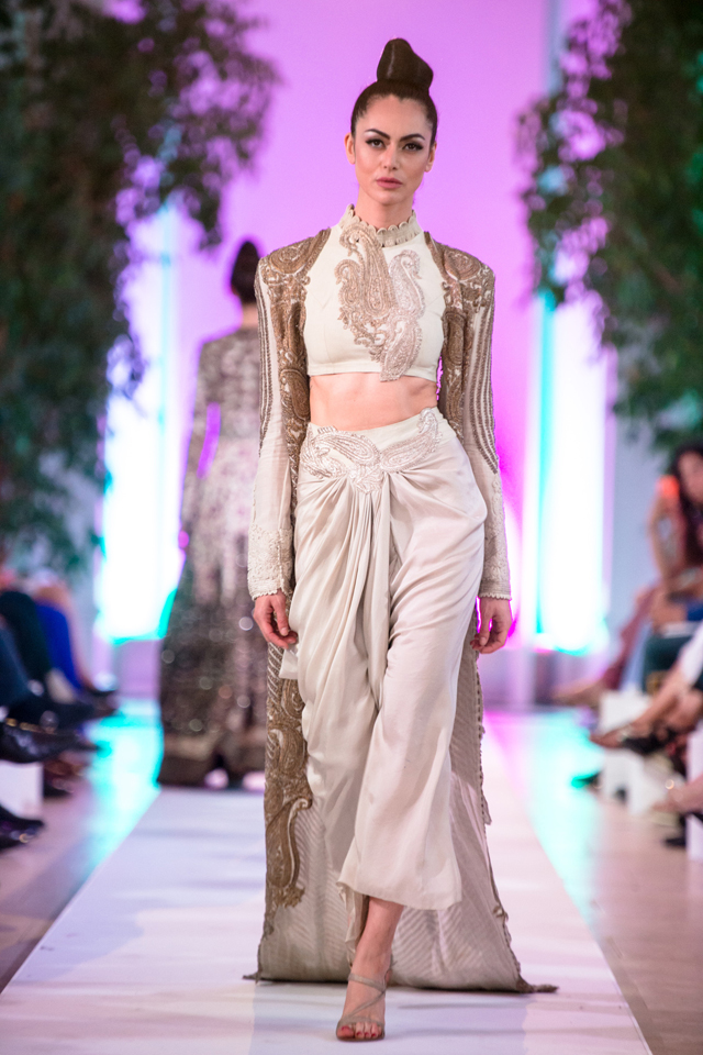 Anamika_Khanna_Couture_Fashion_Parade_2014_8