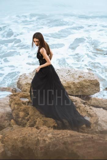 Black against the sea, javeria