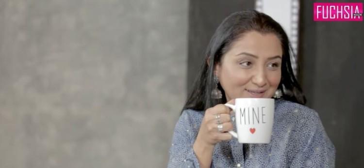 Nadia Afghan, Woman holding a tea cup