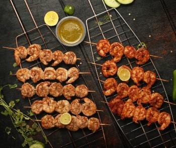 Bar b qued shrimps, shrimps, bar b qued prawns, prawns on a skewer
