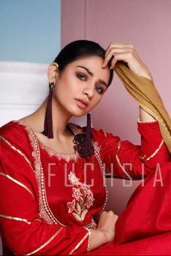 bushra, hira soomro, red kameez, summer