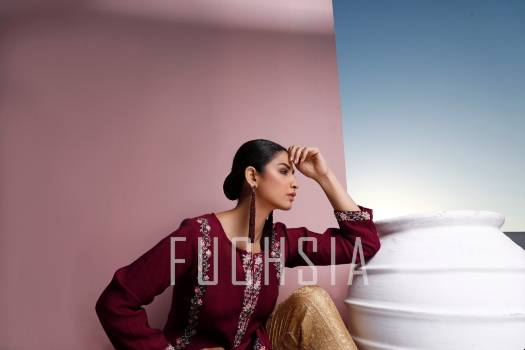 hira soomro, purple kameez, golden pants