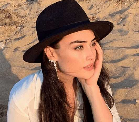 facts esra bilgic-turkish actress