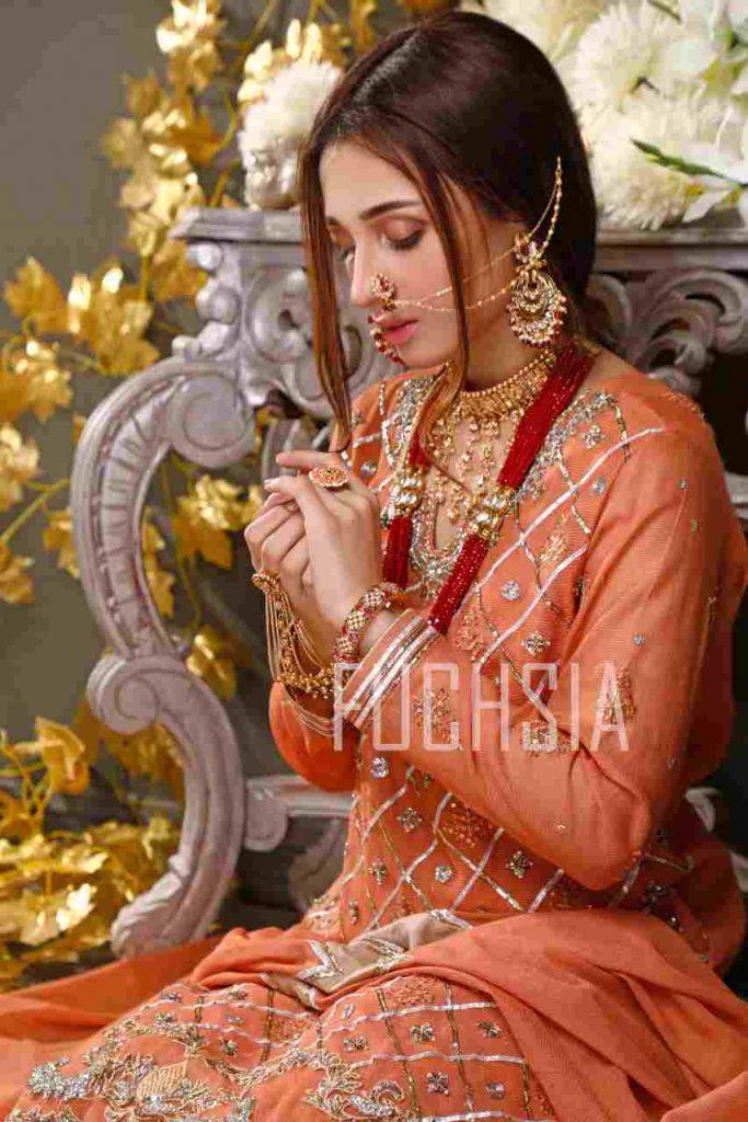mashal khan, actress, model, drama, fashion shoot, womenswear, festive wear, formal wear, mona imran, designer, photoshoot, jhoomar, jhumka, hathphool, necklace, regal look, bridal insp