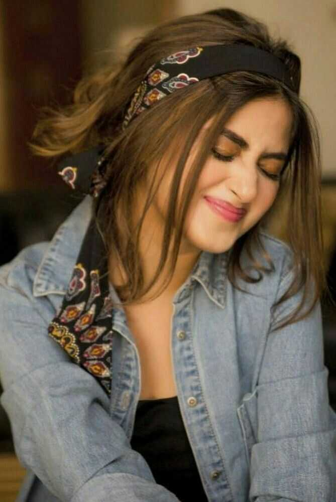 Sajal Aly, heatless hairstyles, scarf headband, scarf hairband, hairstyle inspo for spring, back to school hairstyles, spring hairstyles
