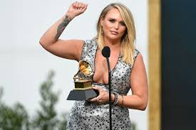 miranda Lambert wins best country award, miranda lambert