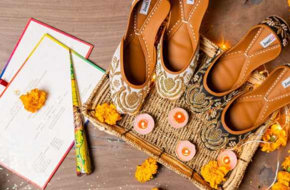 mehndi vibes, wedding shoes, chappal, sandals, jootis