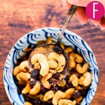 roasted cashews and raisins